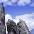 Klimmer op de Fiamma, een rotsnaald in Graubünden, Zwitserland